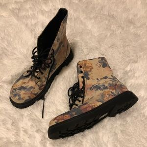 Forever 21 floral boots NWOT